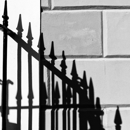 2015.10.21 - Railings in the sun, London